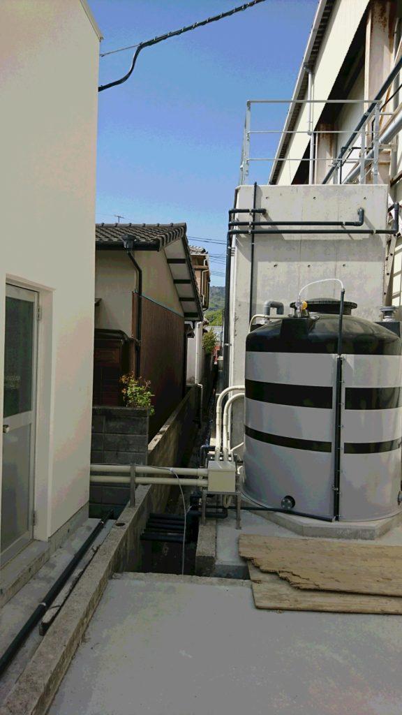 民家と曝気槽が隣接